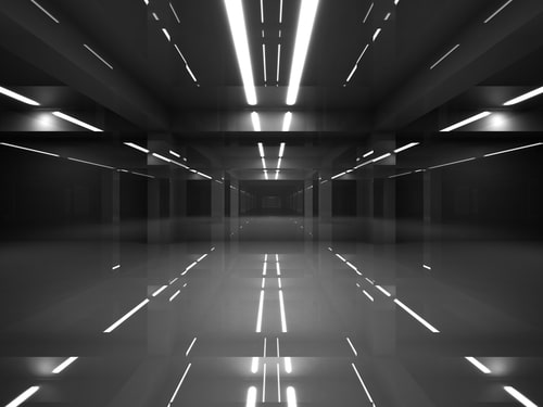 Un couloir aseptisé façon Black Mirror